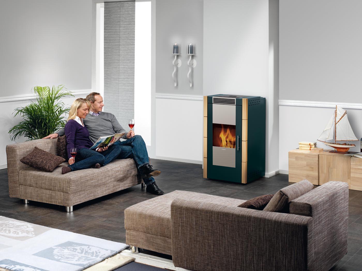 wasserf hrende pellet fen solanus mit wasser warmetauscher kachel kiefer beige oranier. Black Bedroom Furniture Sets. Home Design Ideas